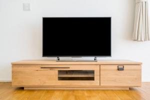 ミニマリストにテレビは必要ない?テレビの代用品もご紹介!